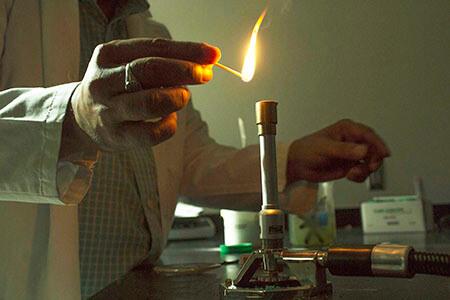 lighting Bunsen burner